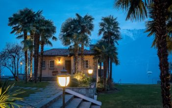 La Casetta in der blauen Stunde am Lago Maggiore