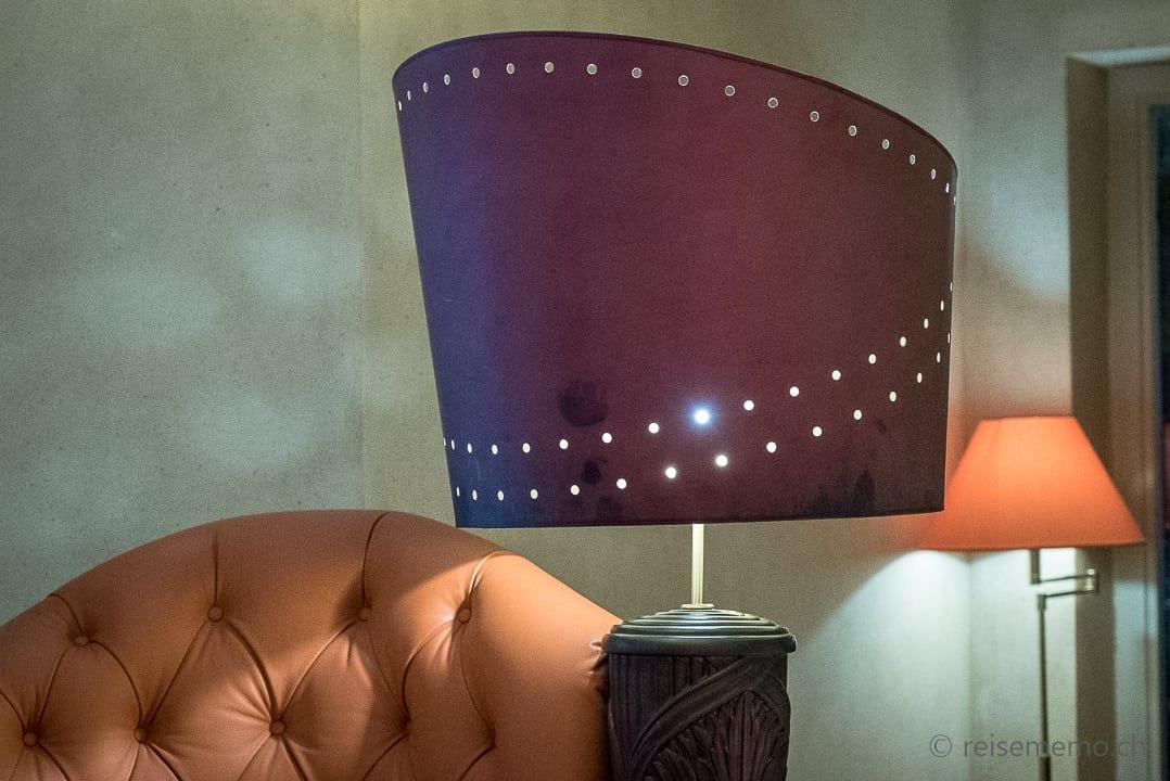 Lampenschirm und Sofa von Designer Carlo Rampazzi