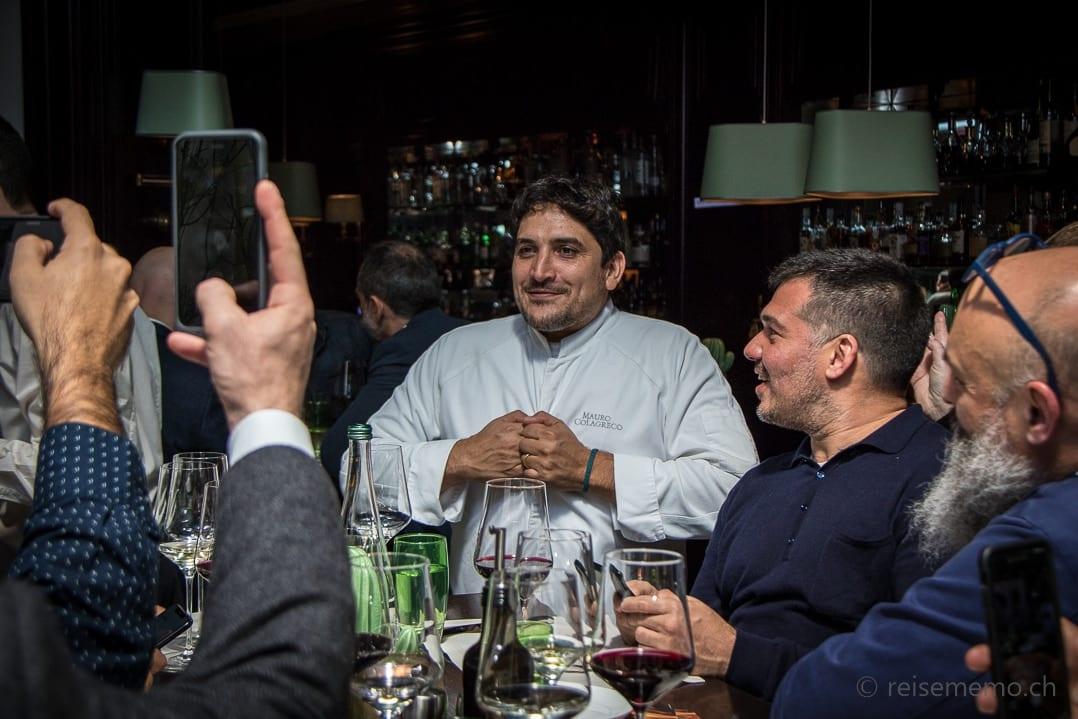 """Mauro Colagreco mit argentinischen Fans (Nach eigenen Aussagen die """"Super-Groupies"""")"""