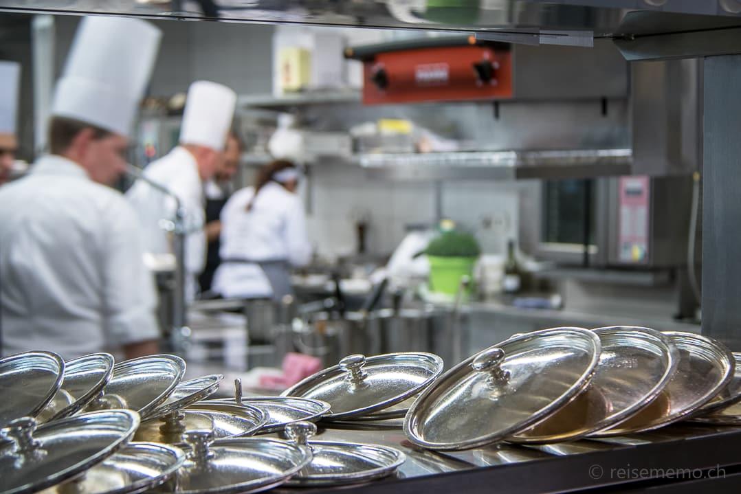 Küche des Rive Gauche Restaurants während des Gustofestivals
