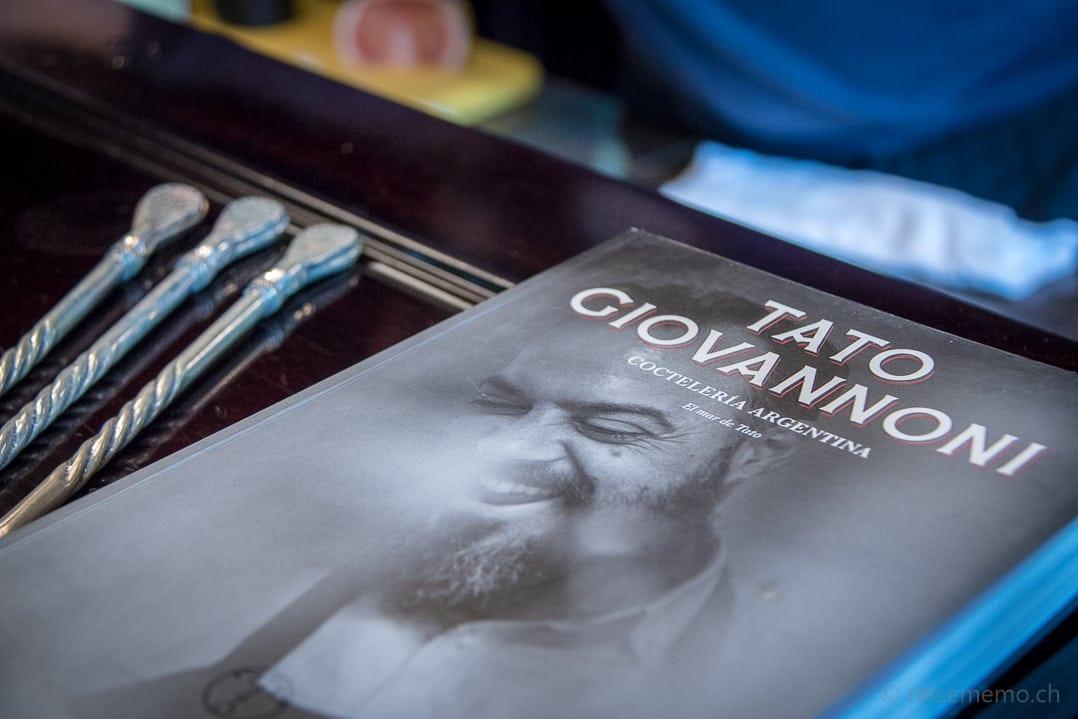 Buch über Tato Giovannoni an der Rive Gauche Bar