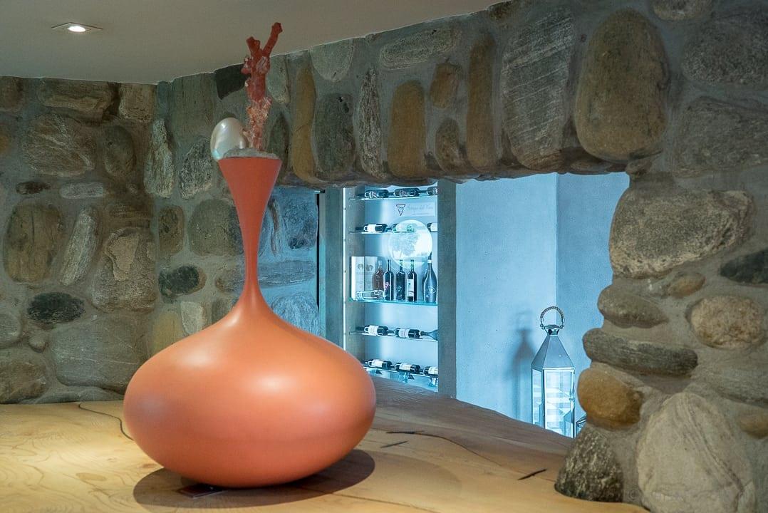 Dekorative Vase beim Eingang ins Marina Restaurant Ascona