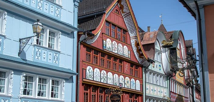 Bunte Häuser im autofreien Ortskern von Appenzell