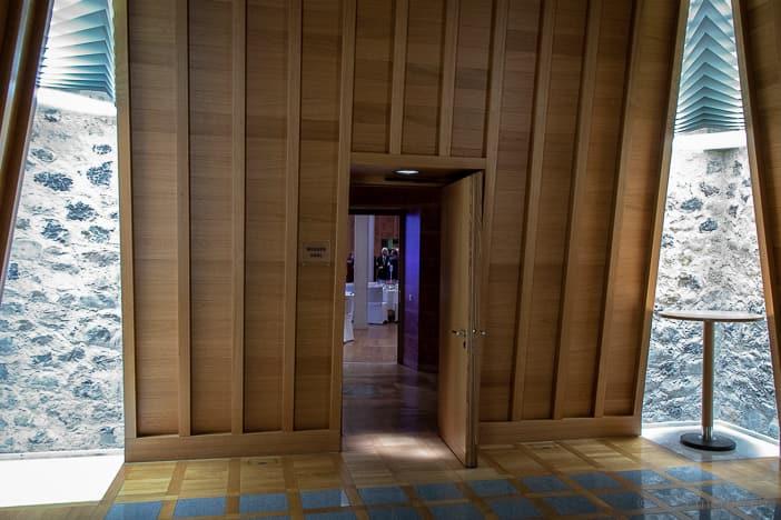 Eingang zum Widder Saal von Architektin Tilla Theus