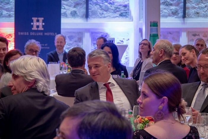 Sergio Ermotti, CEO von Sponsor UBS, unter den vielen Gästen