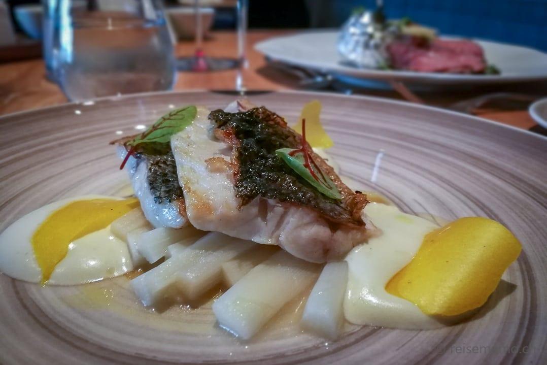 Fischhauptspeise mit Spargel