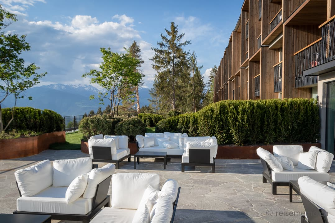 Lounge My Arbor Hotel