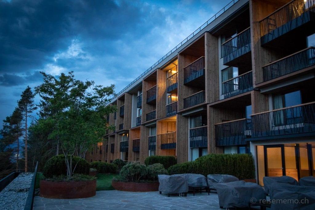 My Arbor Hotel Aussenansicht zur blauen Stunde