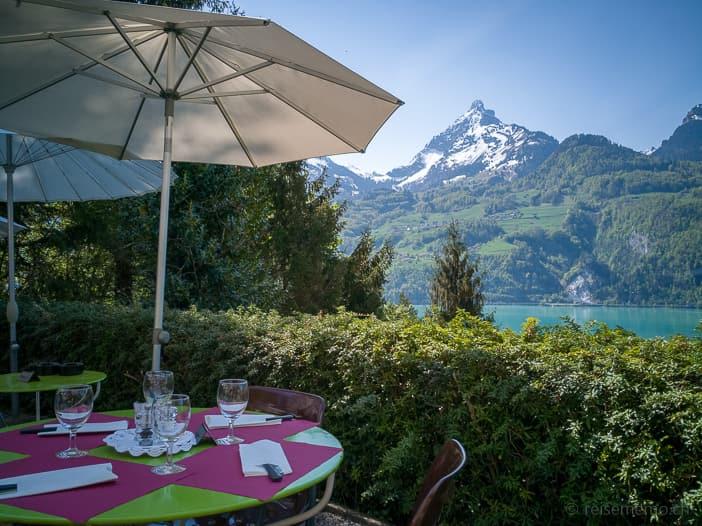 Terrasse des Restaurants Paradiesli mit Sicht auf Mürtschenstock