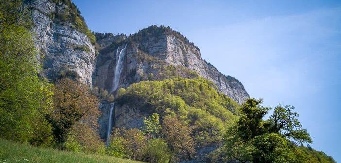 Wiese bei Betlis und Seerenbachfälle