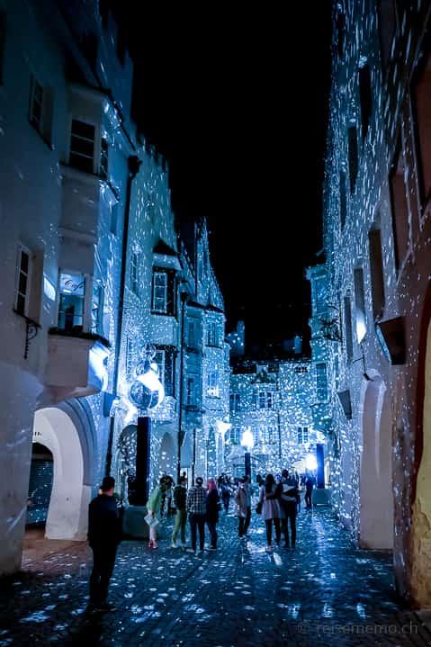 """""""Brightness Snow"""" beim Brunnen unter den Lauben in Brixen"""