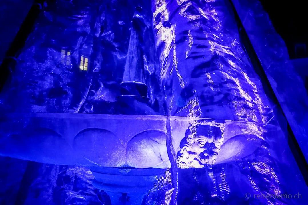 Wasser Licht Installation beim Brunnen Herrengarten in Brixen