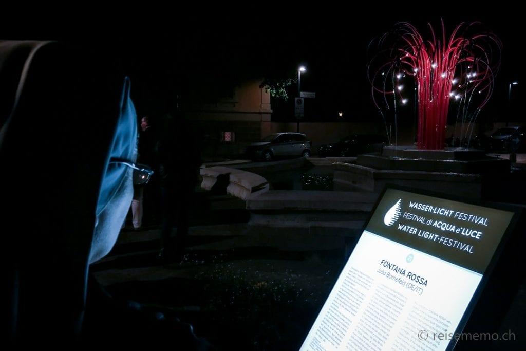 """Nonne abends beim """"Fontana Rossa"""" Brunnen Hotel Elephant"""