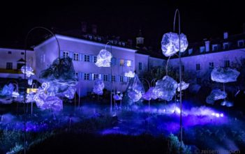 "Gewitter-Licht-Installation ""Through the clouds, the breathing of a rough diamond"" - beim Brunnen Herrengarten"