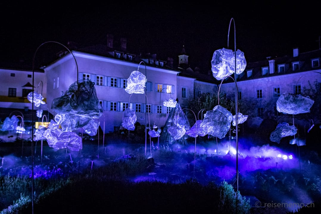 Through the clouds, the breathing of a rough diamond - beim Brunnen Herrengarten in Brixen