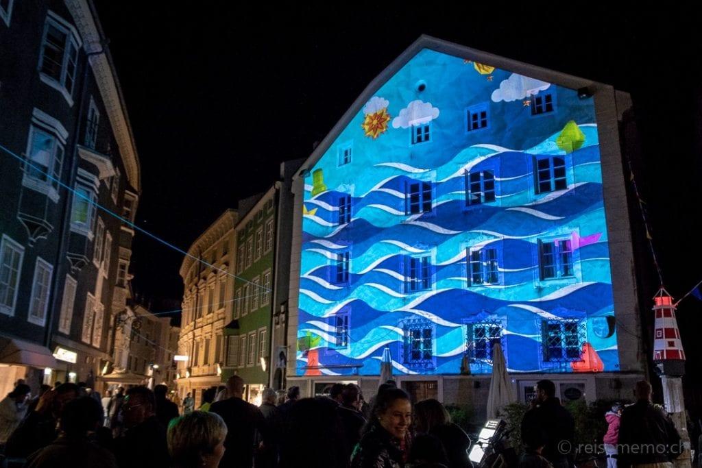 """Installation """"Hisséo"""" beim Brunnen Altenmarktgasse in Brixen"""