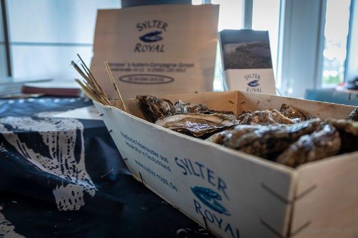 Austern Sylter Royal, serviert von Bine Pöhner aus Sylt