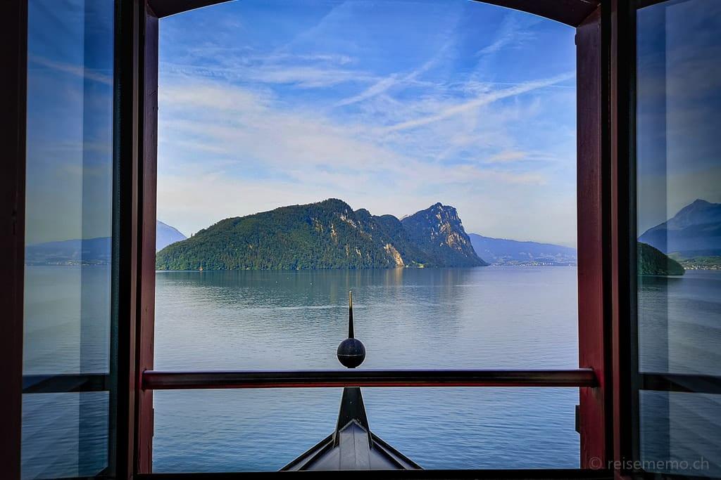 Aussicht vom Dachfenster des Hotelzimmers auf Schartigrat und Bürgenstock