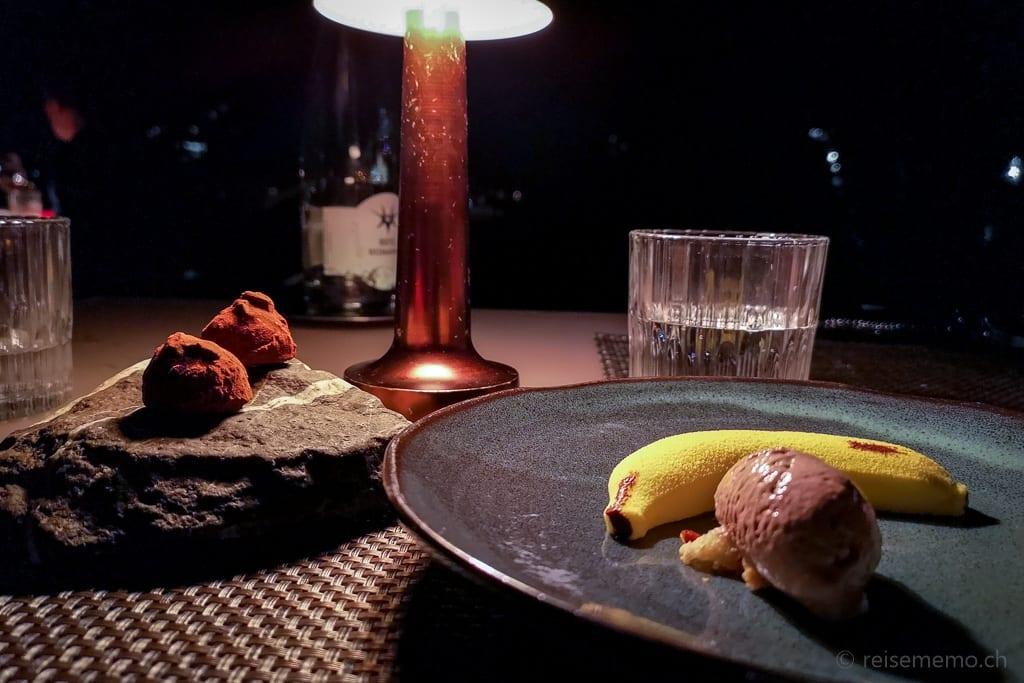 Dessert im Sens Restaurant: Bananenmousse mit Rum Espuma und Felchlin Schokolade mit Basilikum