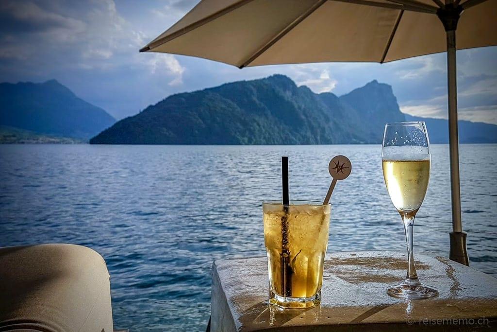Drinks in der Sens-Lounge mit Sicht auf Schartigrat, Mattgrat und Bürgenstock