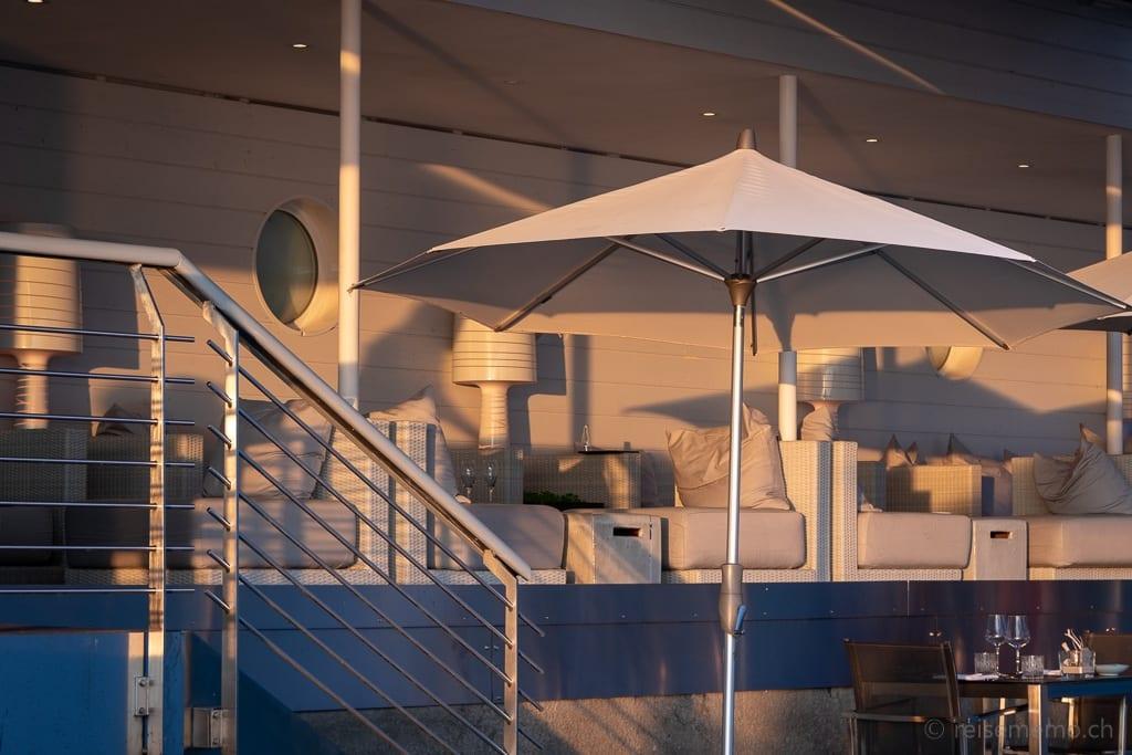 Sens-Lounge bei Sonnenuntergang