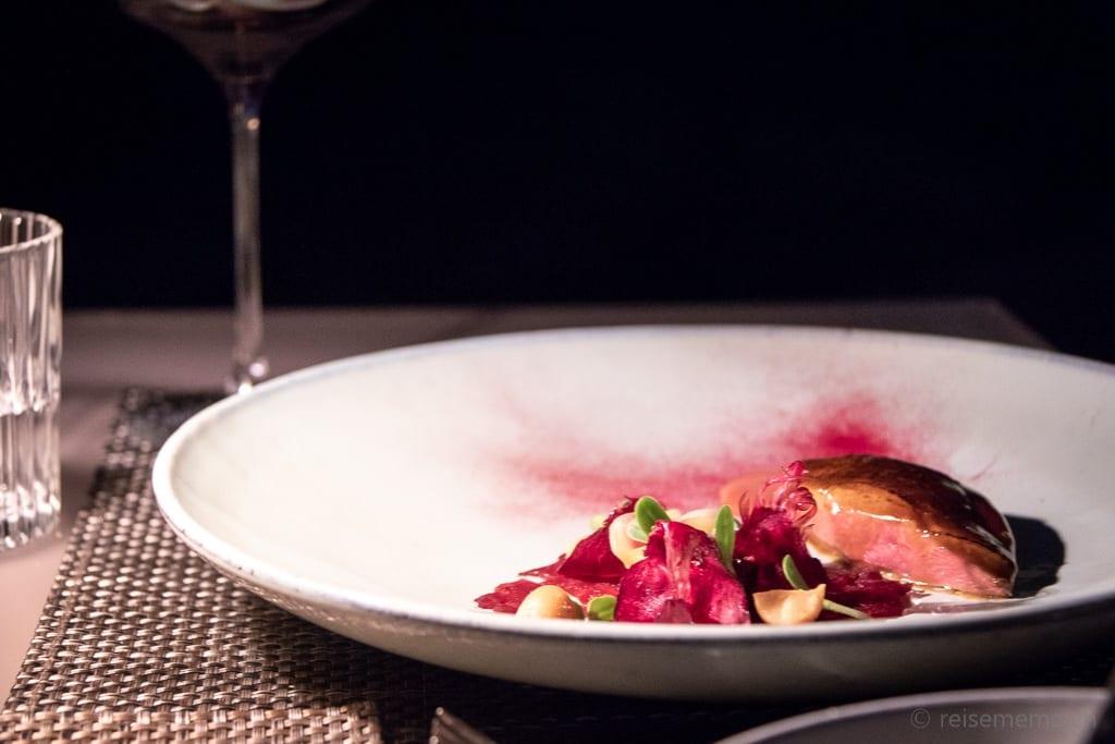 Taube und Randentatar im Sens Gourmetrestaurant