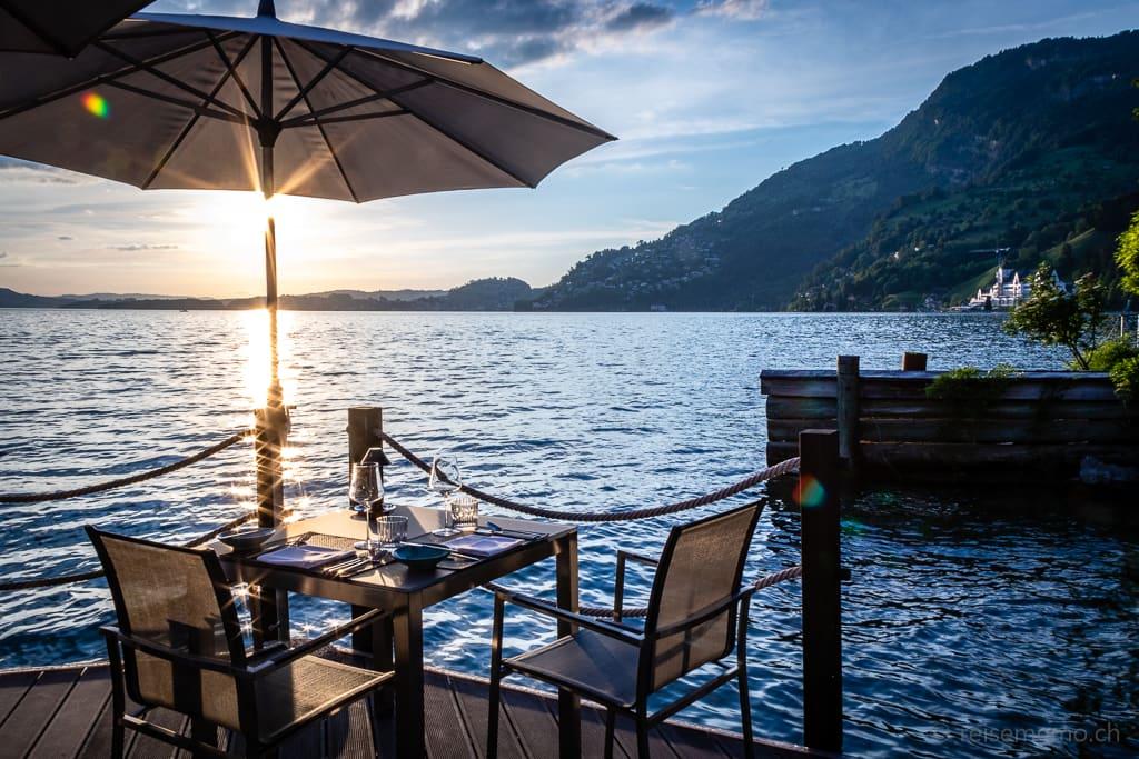 Restaurant Sens im Sonnenuntergang des Vierwaldstättersees
