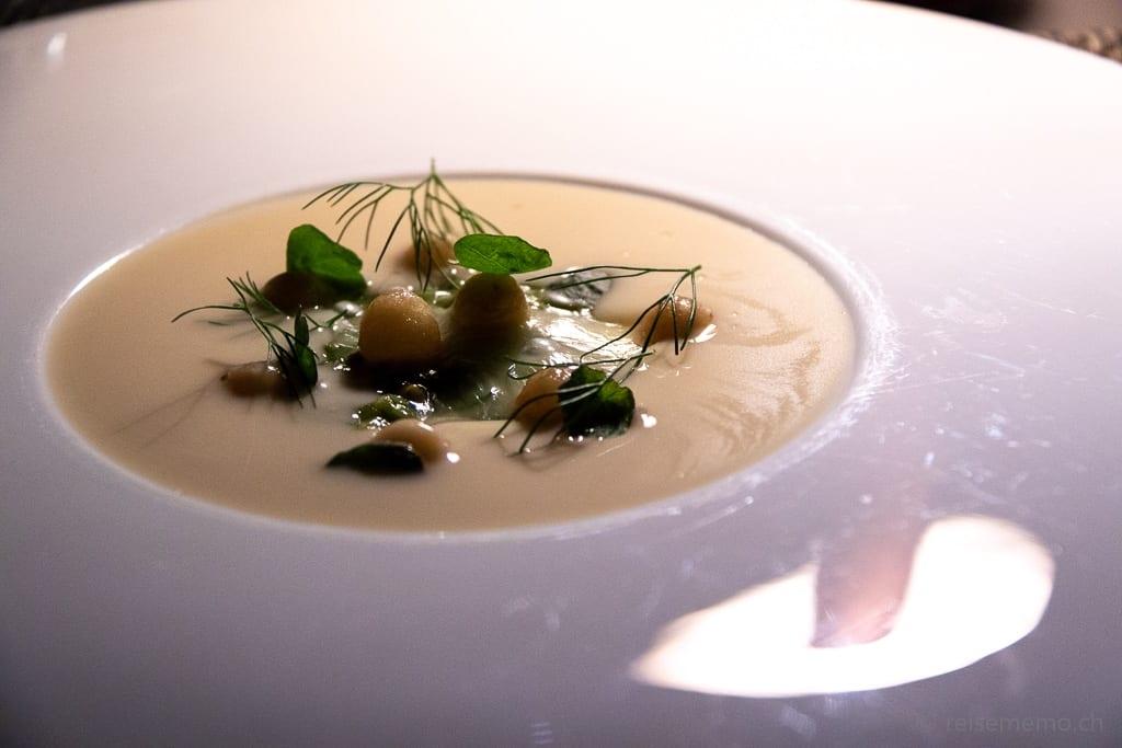 Taleggio mit Dill und Kartoffelperlen in Buttermilch