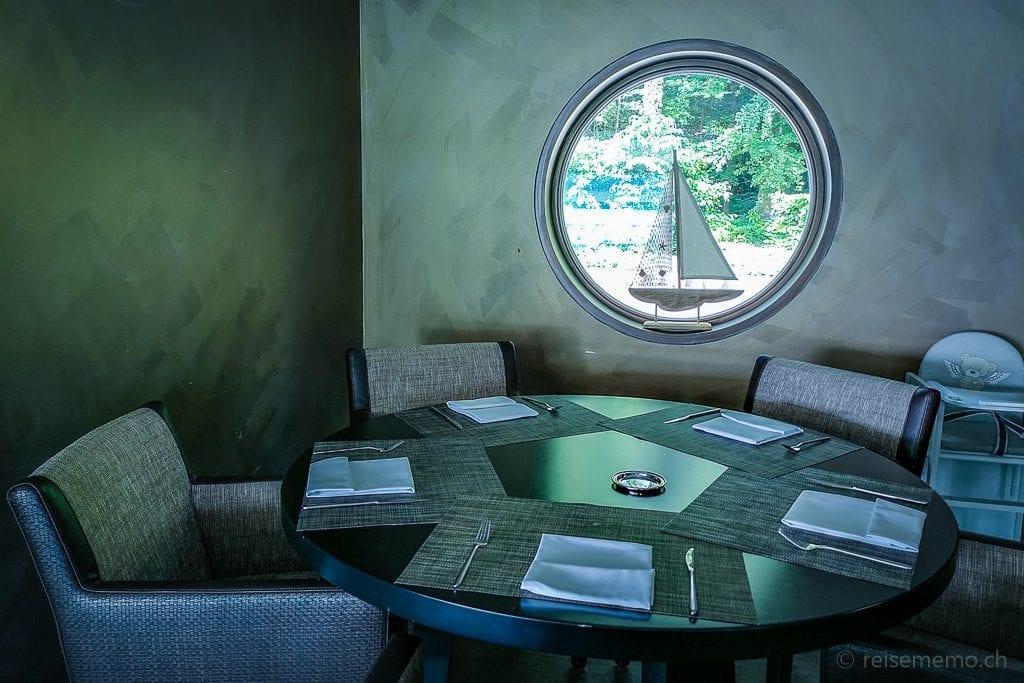 Tisch im Restaurant Sens
