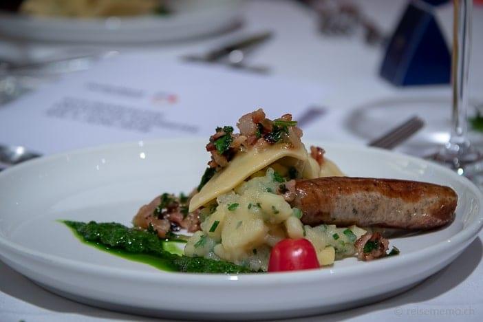 Schwäbischer Kartoffelsalat mit Maultasche und Nürnberger Rostbratwurst