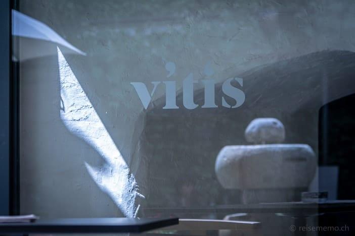 Eingang zur Vitis Vinothek in Brixen