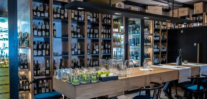 Weinbar der Vinothek Vitis mit ihren 400 Weinsorten