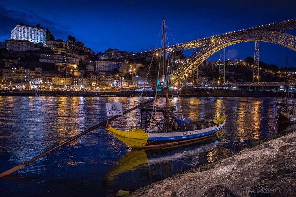 Rabelo-Boot und Brücke Dom Luis I