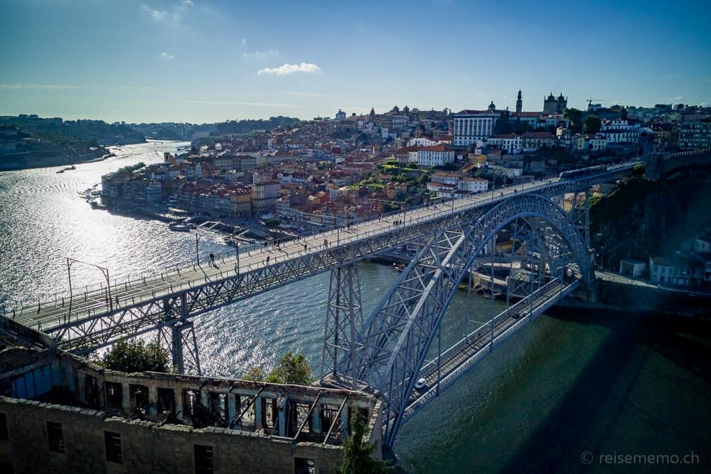 Dom Luís I. Brücke zwischen Vila Nova de Gaia und Portos Ribeira-Quartier
