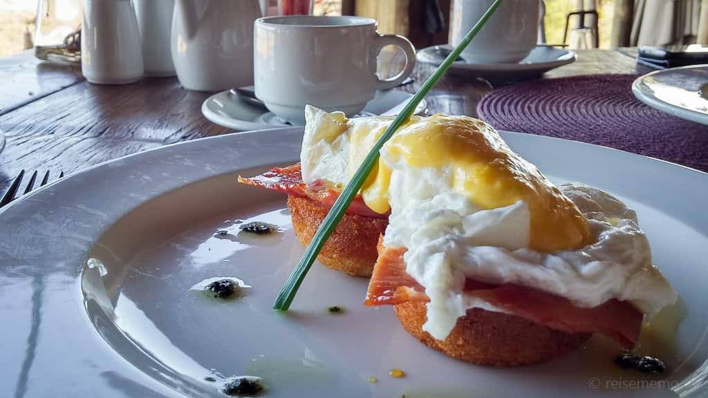 Eggs Benedict à la Ngoma Lodge in Botswana