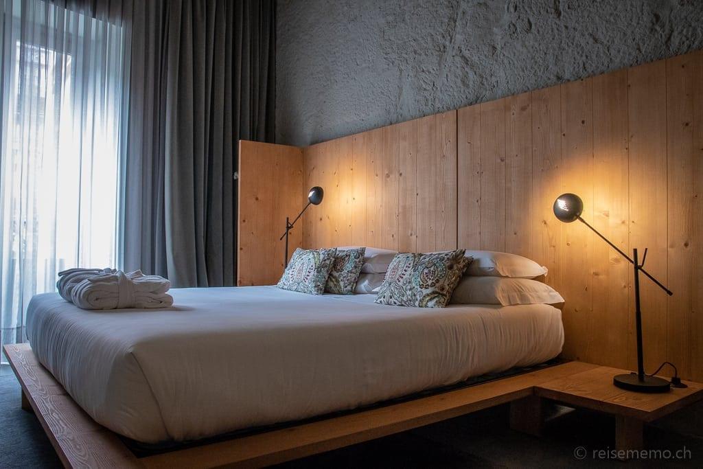 Hotelbett von Portuenser Schreinern