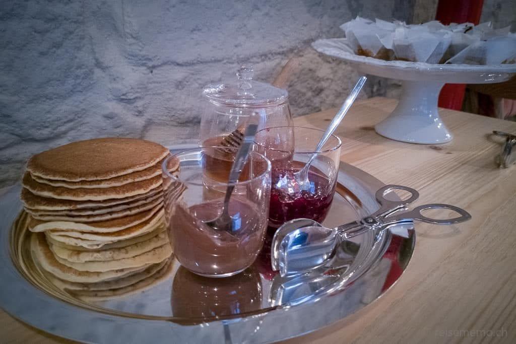 Pfannkuchen, Nutella, Confitüre und Honig