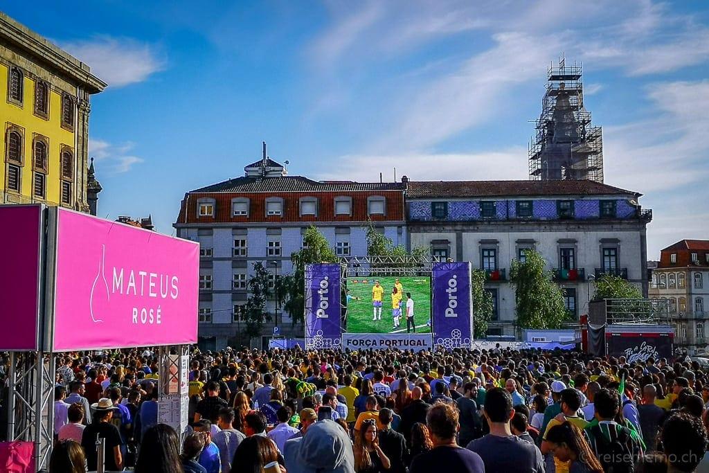 Public Viewing in Porto beim Torre Clerigo mit Brasilien an der WM 2018