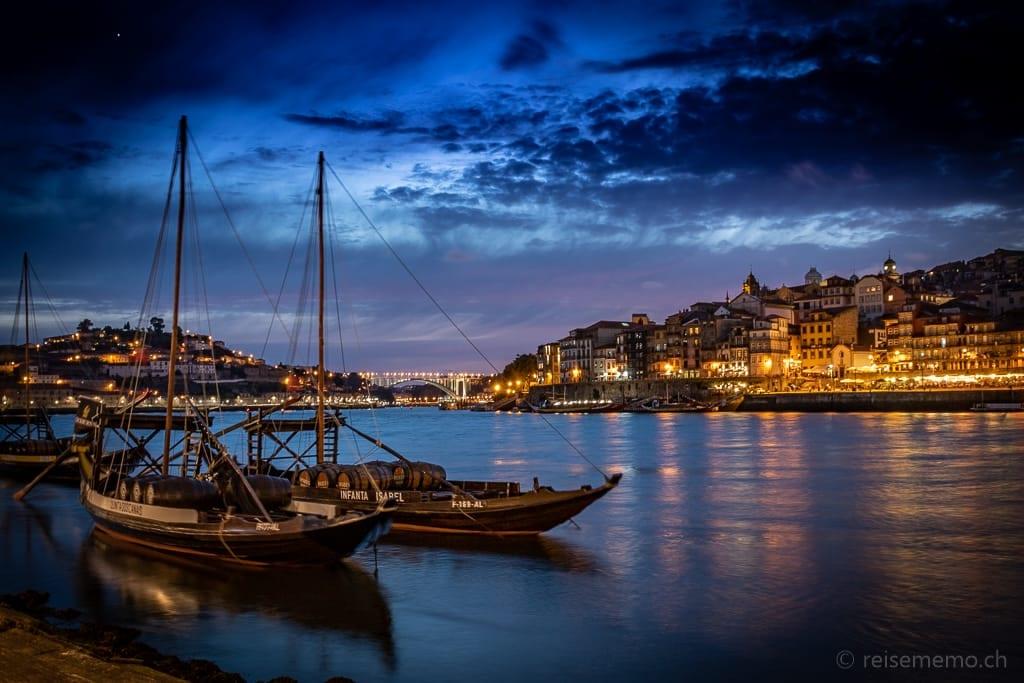 Portwein Rabelo-Boote im Douro bei Vila Nova de Gaia in Porto