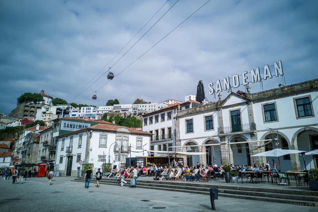 Sandeman Weinkeller und Luftseilbahn von Vila Nova de Gaia