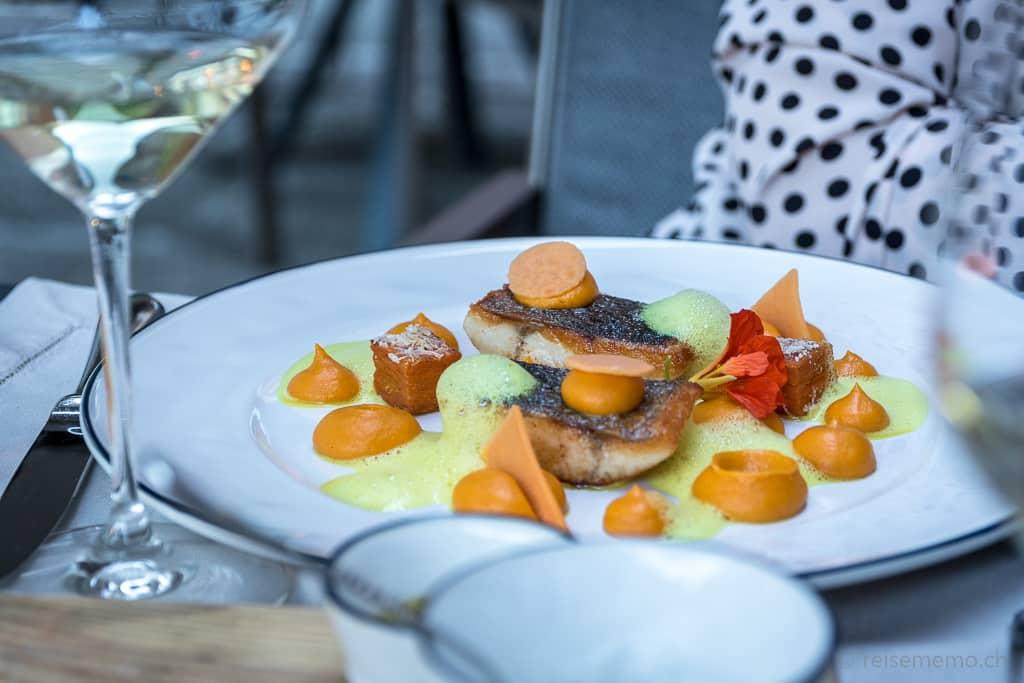 Zum Hauptgericht: Fisch auf Safranespuma im Six Senses Douro Valley