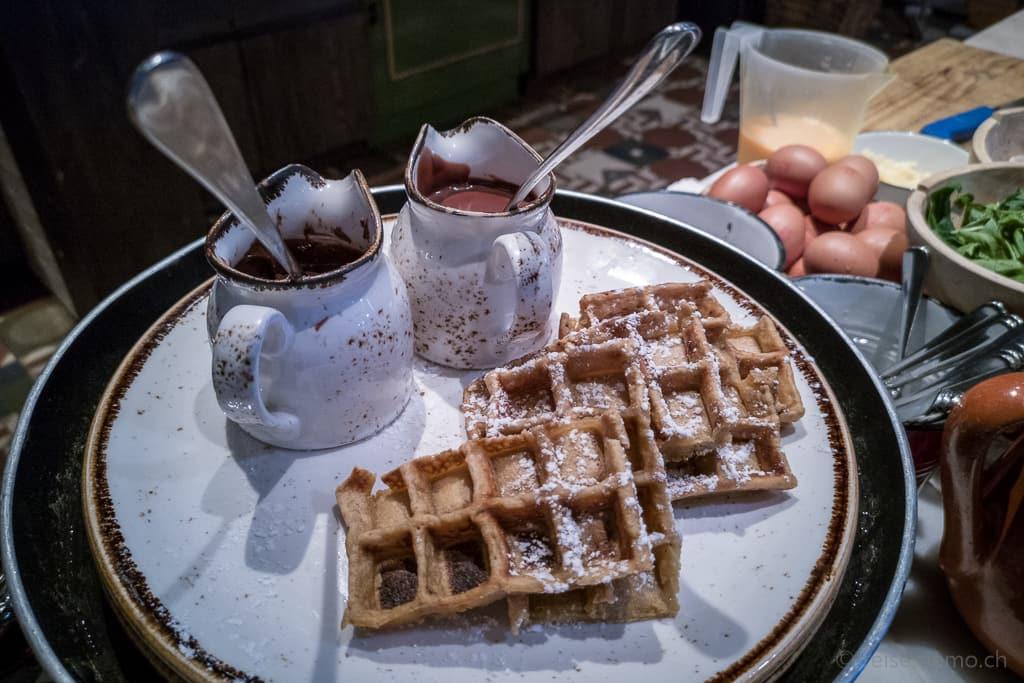 Waffeln und Nutella zum Frühstück