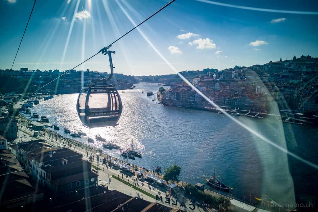 Luftseilbahn von Vila Nova de Gaia auf das Oberdeck der Brücke Dom Luís I.