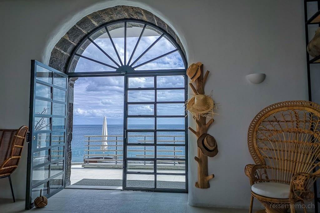 Tür zur Terrasse des White Exclusive Suites & Villas Boutique Hotels