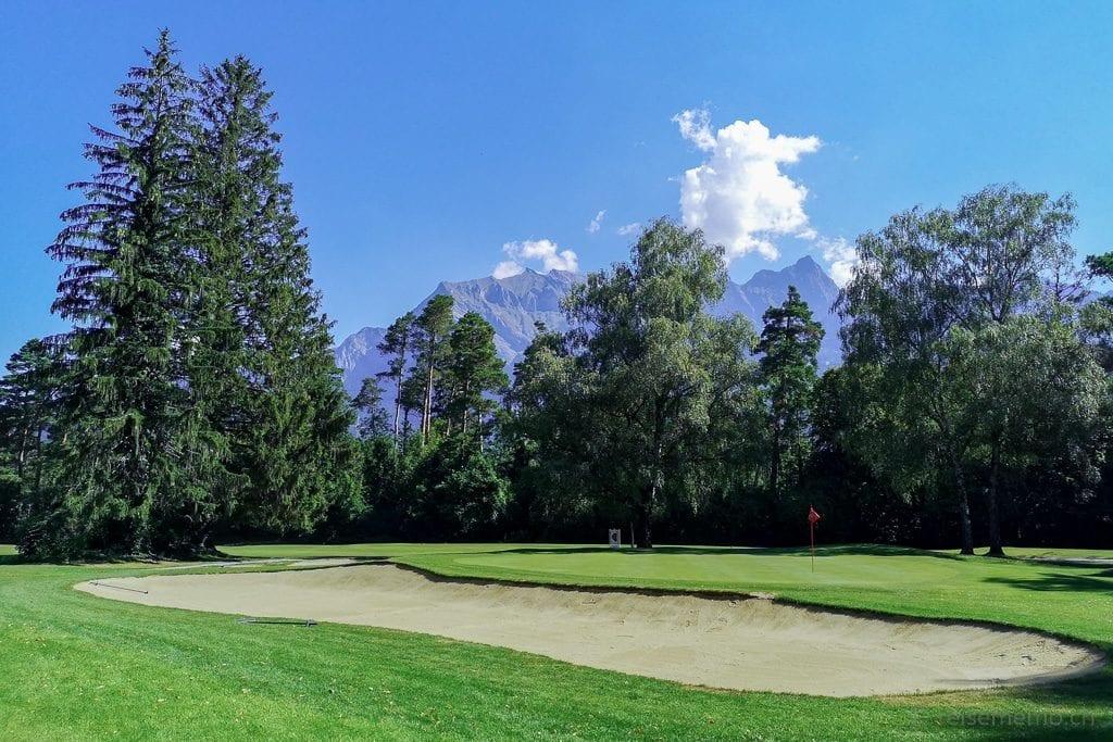 Schön eingebetteter Bunker im Golfplatz Bad Ragaz