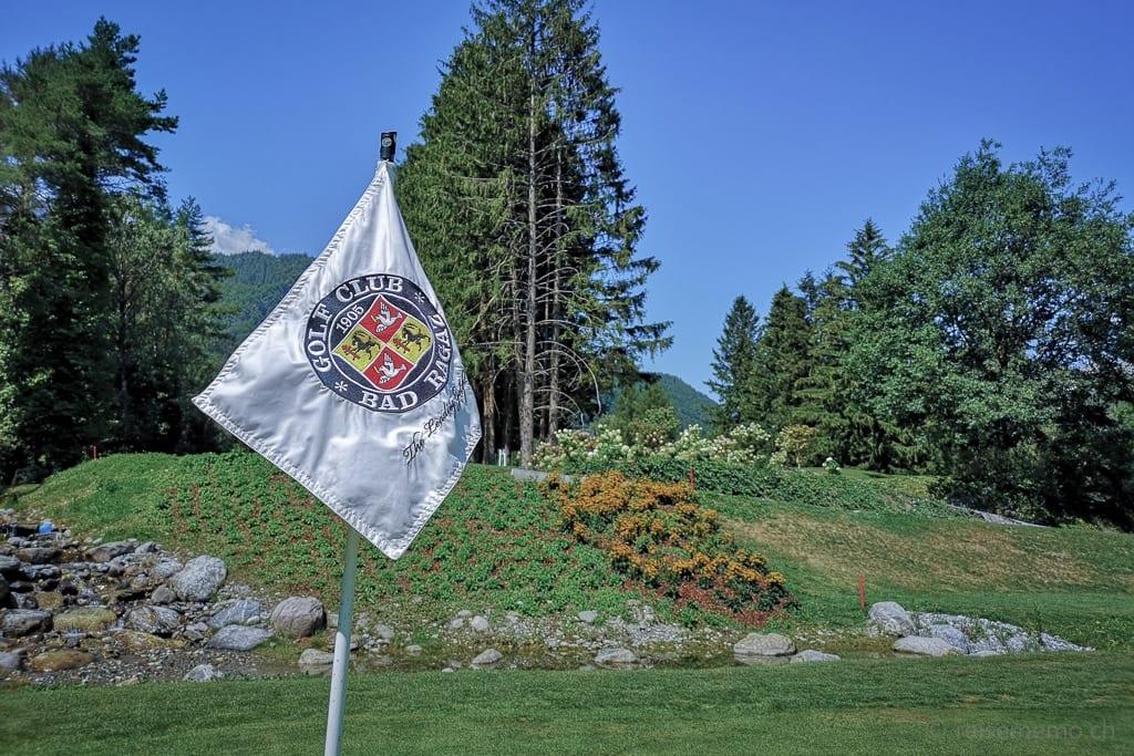 Fahne bei Loch 11 des Golfplatzes Bad Ragaz