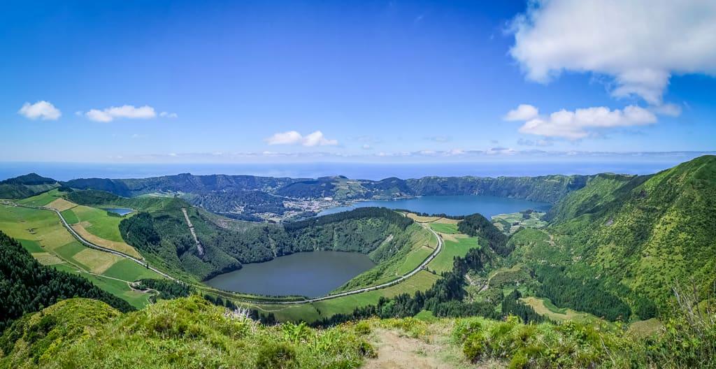 Der Kratersee Lagoa de Santiago