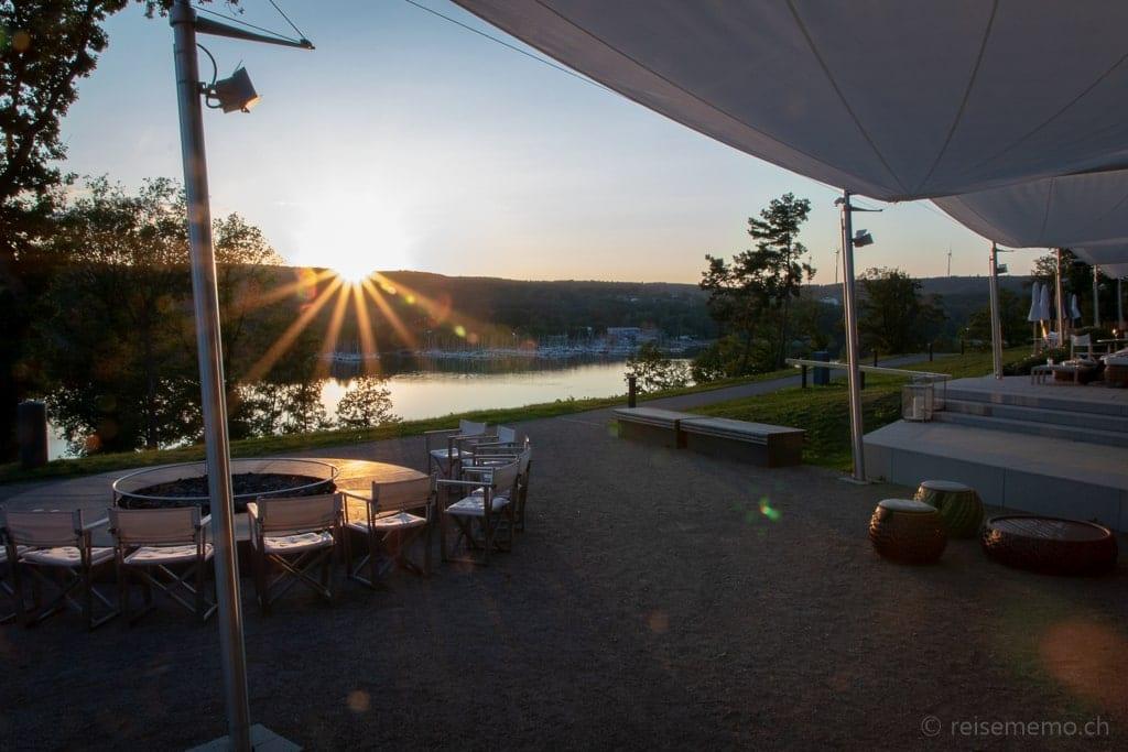 Sonnenuntergang über der Seezeitlodge am Bostalsee