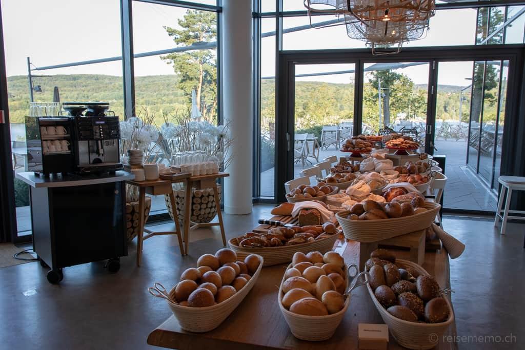 Brotbuffet der Seezeitlodge am Bostalsee