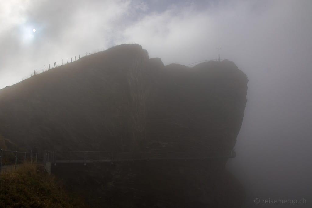 Der First bei Grindelwald im Nebel